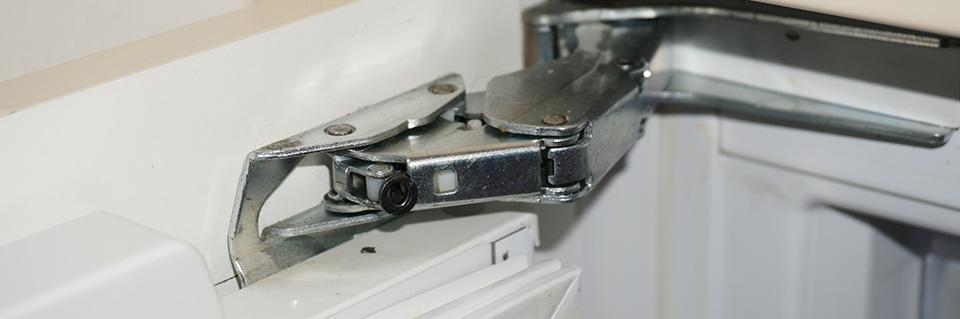 gefrierschrank t r reparieren gefrierschrank scharniere tauschen anleitung tipps vom. Black Bedroom Furniture Sets. Home Design Ideas