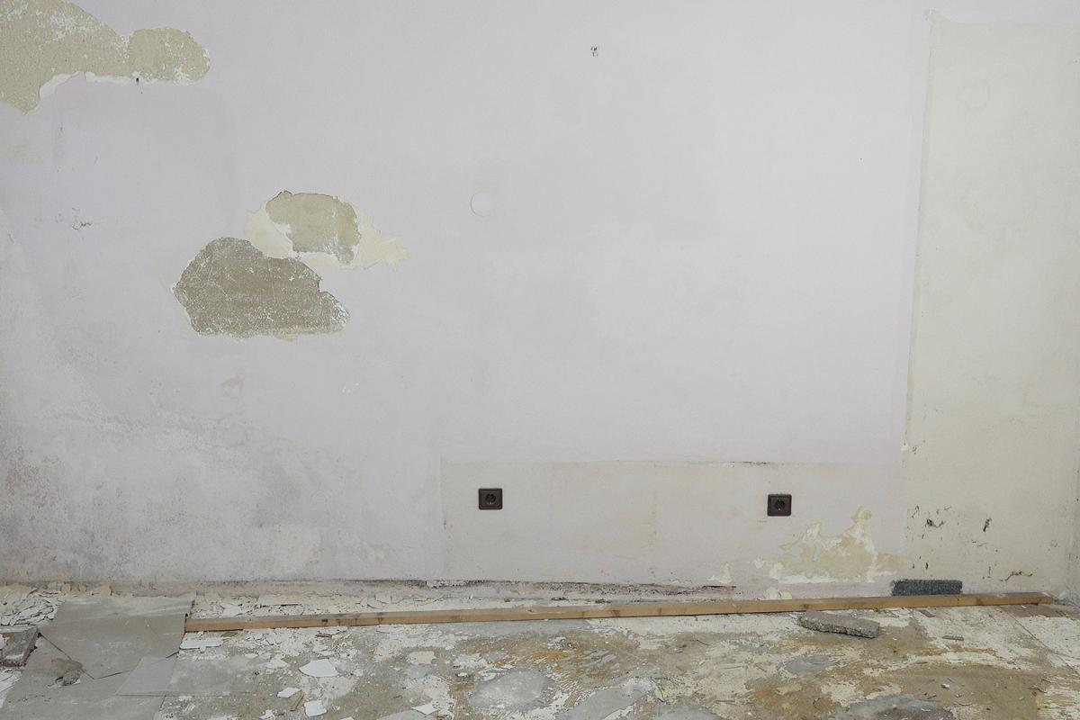 Feuchte Wände sanieren - Ratgeber @ diybook.de