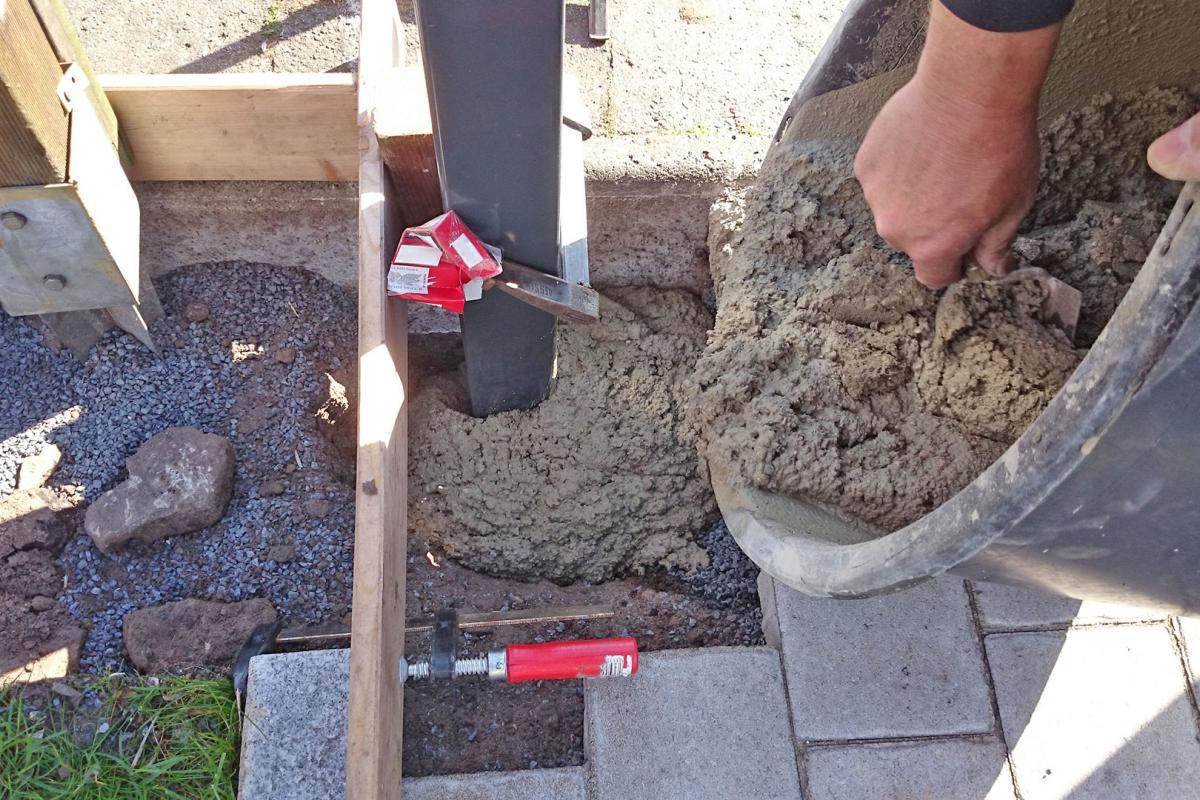 Gartentor selber bauen   Torpfosten einbetonieren   Anleitung ...