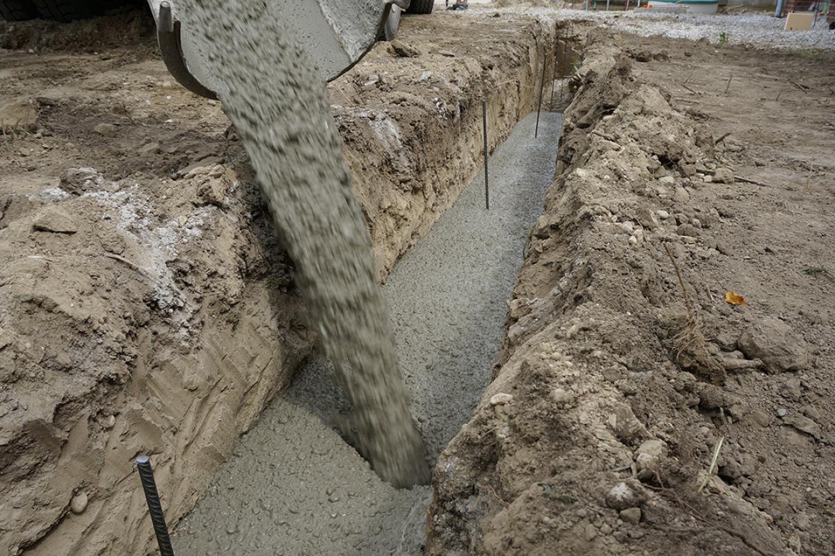 Relativ Fundament für die Gartenmauer - Streifenfundament selber machen HW35