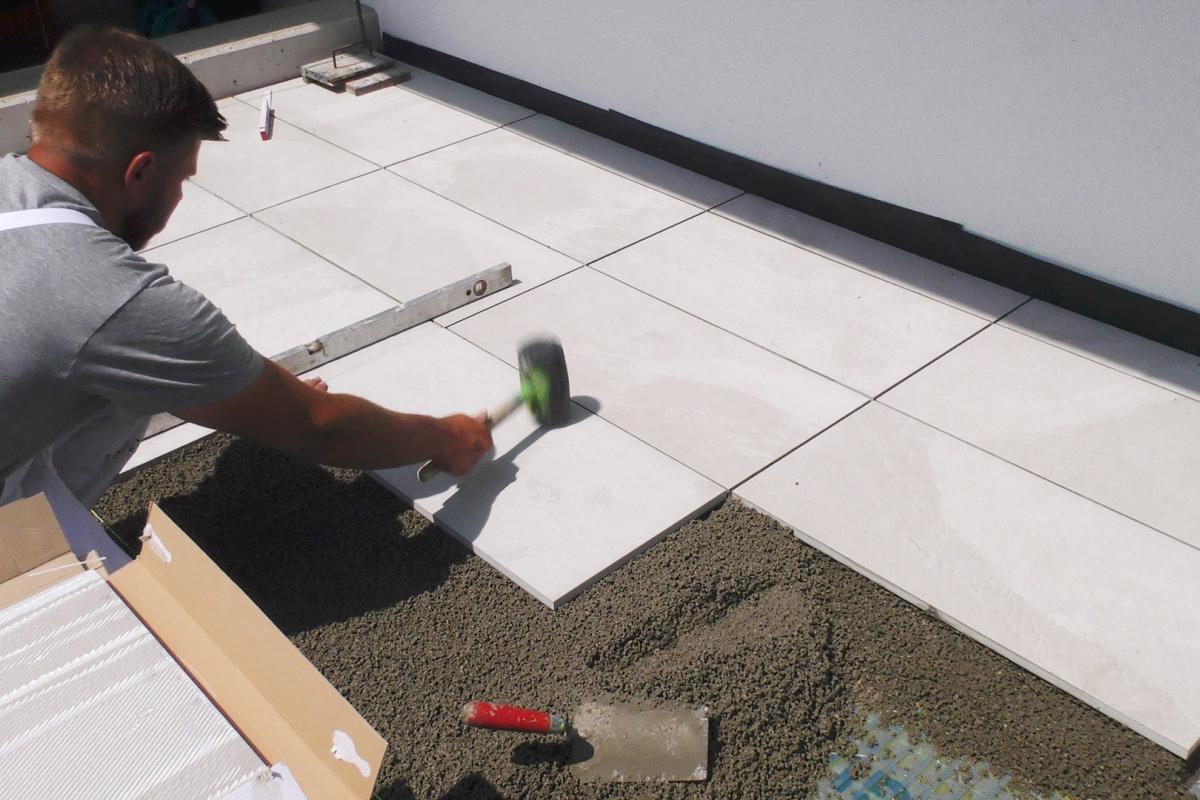 Terrassenplatten richtig verlegen Mit Drainmörtel und Klebemörtel ...