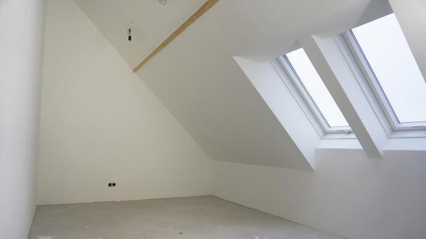 Schlafzimmer Mit Dachschräge Gemütlich Gestalten – Freshouse ...