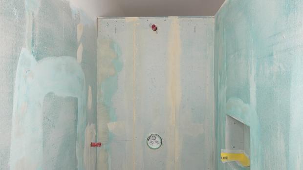 Duschbereich vor dem Abdichten der Duschwand