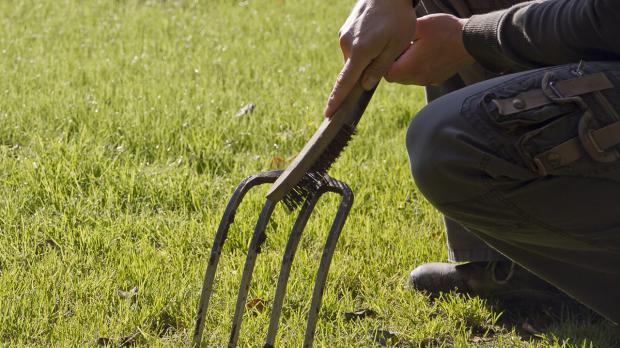 Gartenwerkzeug täglich warten und pflegen