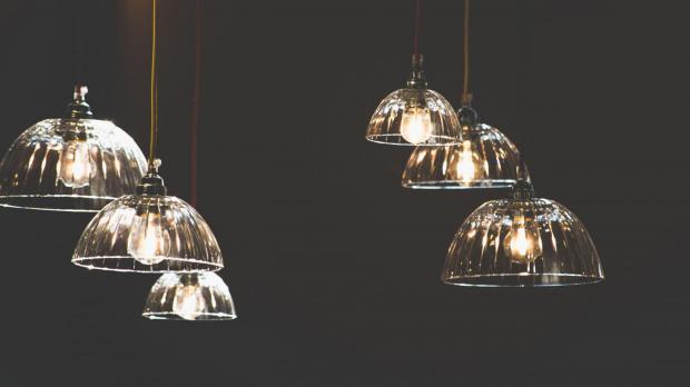 DIY-Leuchten aus Küchenschüsseln