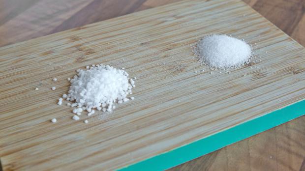 Verschiedene Salze bereitlegen