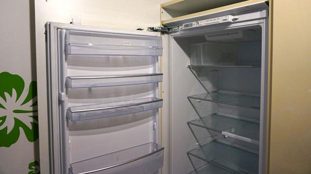 Smeg Kühlschrank Mit Icemaker : Kühlschrank scharnier wechseln tommie r parrish
