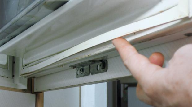 Kühlschrank-Türdichtung hängt