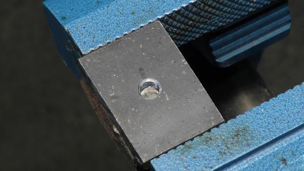 Abgerissene Schraube in einem Werkstück
