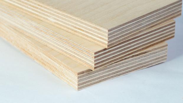 Viellagiges Sperrholz in der Nahaufnahme