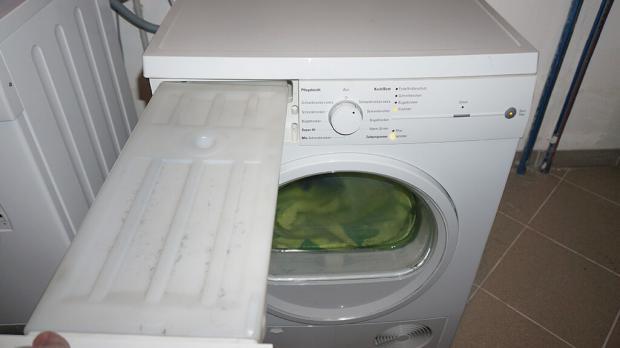 Fehlermeldung am Trockner: Der Wasserbehälter blinkt, obwohl er nicht voll ist.