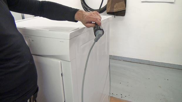 Trockner vom Stromnetz trennen