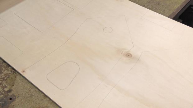 Plan auf Holzplatte übertragen