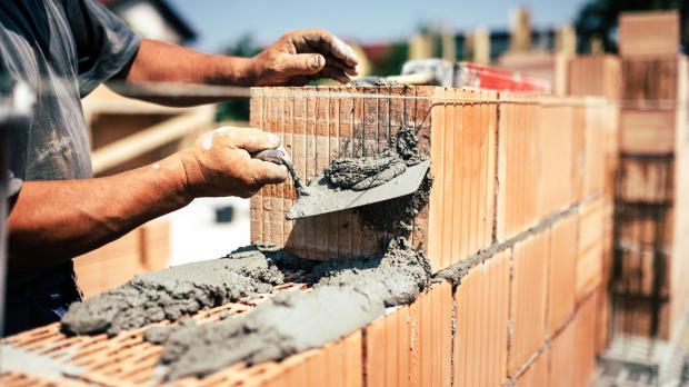 Fertigung einer Ziegelmauer