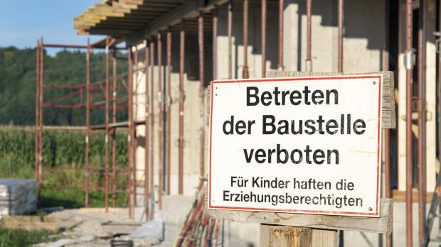 Achtung vor Unfallgefahr auf der Baustelle