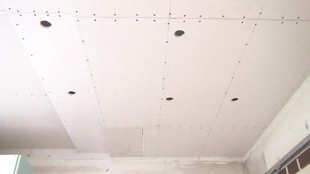 Das Projekt: Rigipsdecke spachteln