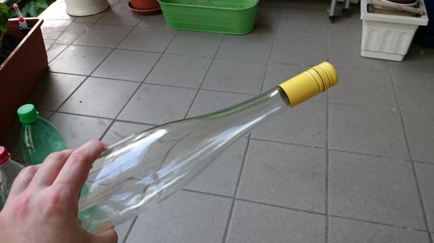 Weinflasche mit langem Hals