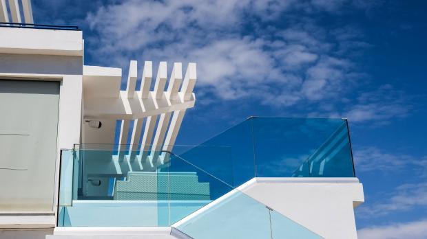 Dachterrasse mit umlaufender Glaseinfassung