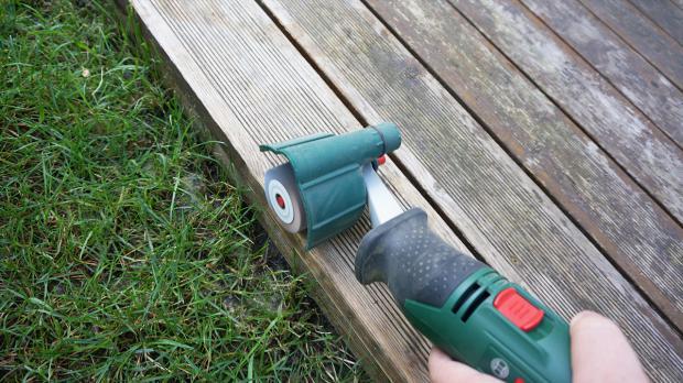 Terrasse abschleifen mit Schleifroller