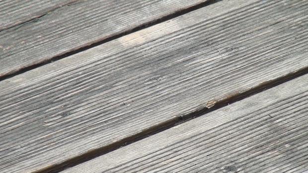 holzterrasse reinigen terrassendielen im detail mit soda