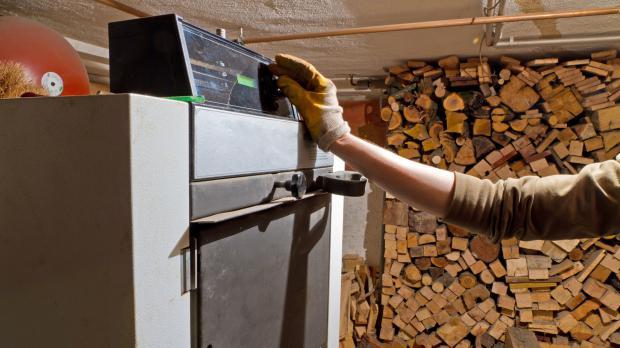 Konventioneller Holzkessel im Betrieb