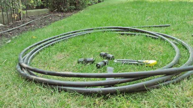 Arbeitsmaterial für das Reparieren der Tropfbewässerung