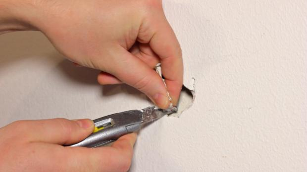 Lose Teile aus dem Defekt entfernen