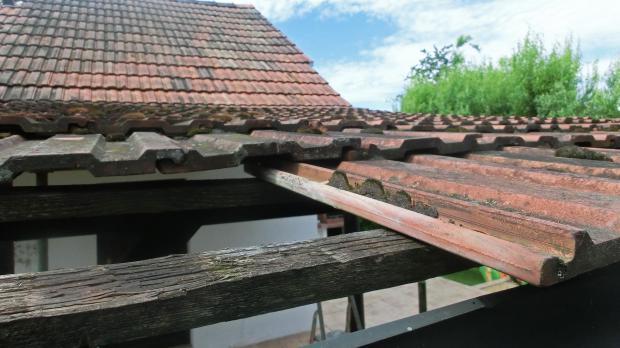 Abdecken der Dachziegel