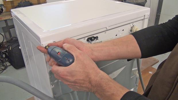 Schrauben des Gerätedeckel entfernen