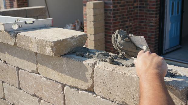 gartenmauerabschluss betonsteinmauer mit abdecksteinen finalisieren anleitung. Black Bedroom Furniture Sets. Home Design Ideas