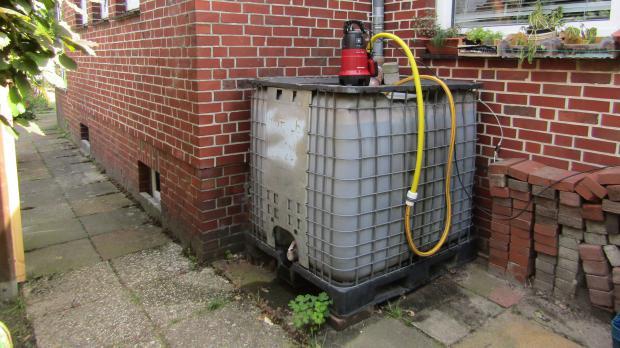 DIY-Bewässerungsanlage mit Tank und Pumpe
