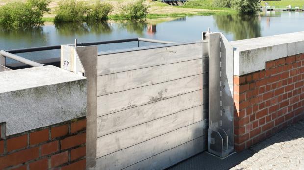 Dammbalken als Hochwasserschutz-System