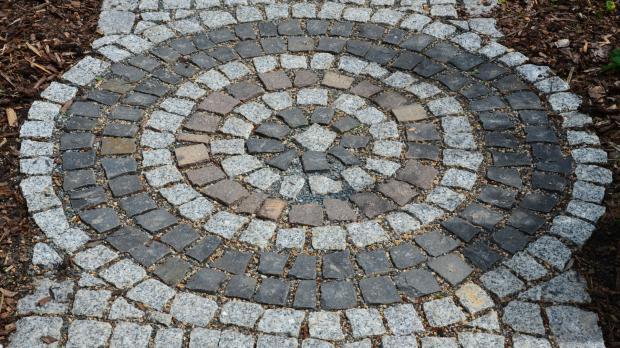 Naturstein im garten ratgeber - Gartenwege gestalten naturstein ...