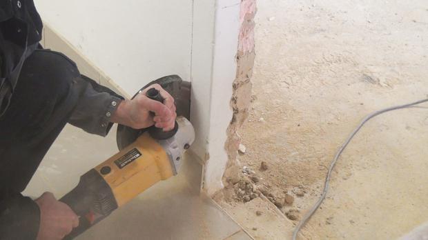 Mauer beidseitig einschneiden