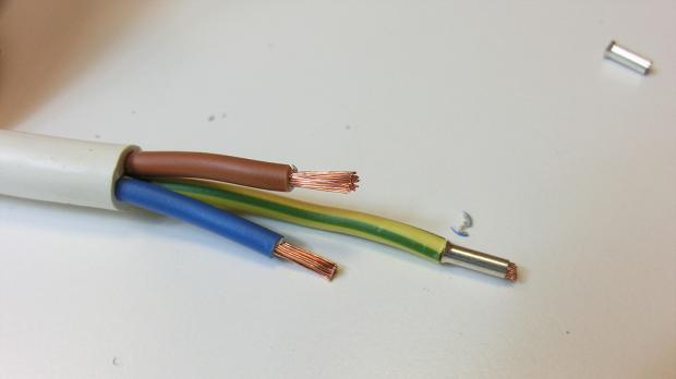 Stromkabel-Adern mit Ader-Endhülsen