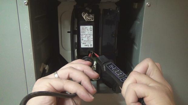 Strom- bzw. Spannungsfreiheit prüfen
