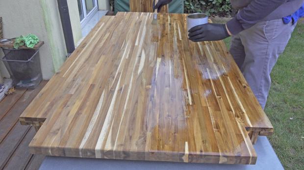 Holztisch ein zweites Mal ölen