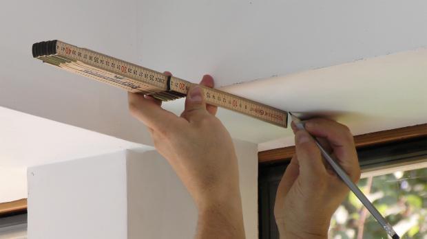 Position des zweiten Montageclips einmessen