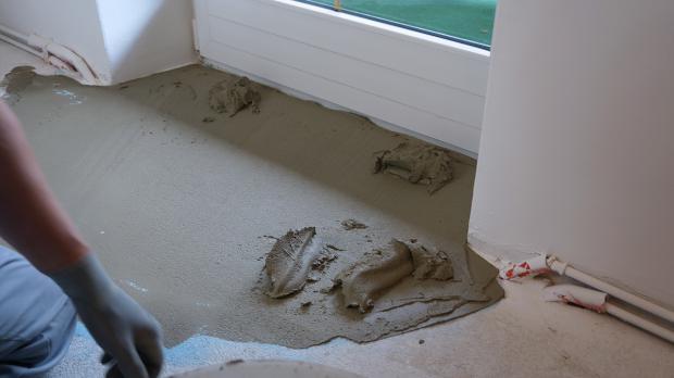 Fußboden Ausgleichen Ohne Estrich ~ Estrich ausgleichen ausgleichsmasse im einsatz anleitung