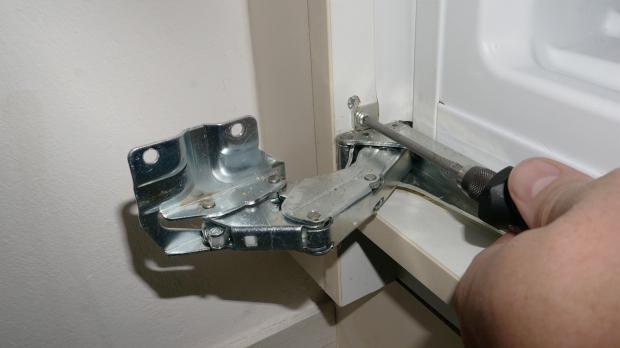 Gefrierschrank Tür reparieren Gefrierschrank Scharniere