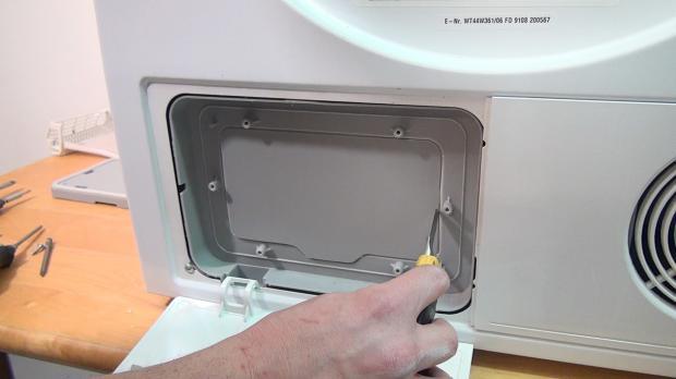 Abdeckung mit Cuttermesser ausschneiden