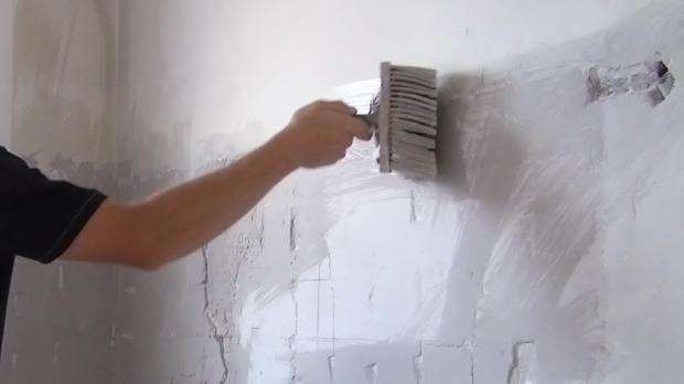 Vorbereitungen vor dem Spachteln der Wand