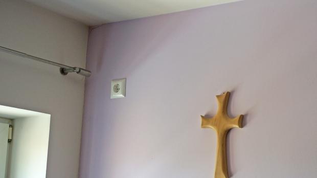 Zugang zu verlegter Elektroinstallation herstellen