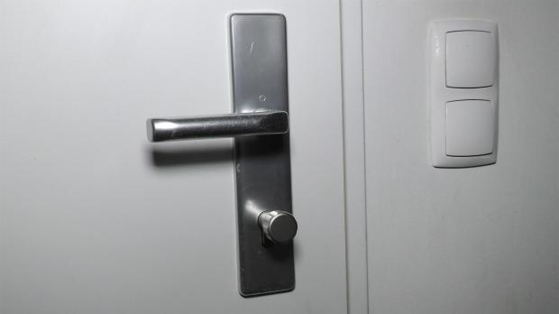 Tür mit neuem Türschloss