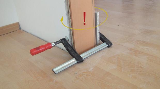 Türzarge einbauen  Tür einbauen, Türzarge einbauen - Anleitung @ diybook.de