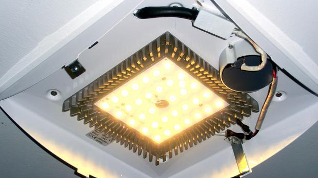 Funktion der neuen Lampe testen