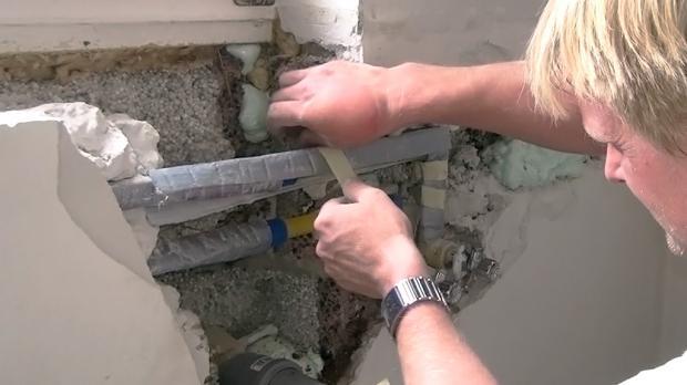 Der letzte Schritt beim Wasserleitung verlegen ist das erneute isolieren die Rohre derselben