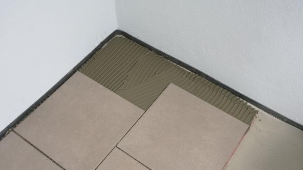 Fußboden Fliesen Maße ~ Bodenfliesen verlegen anleitung diybook