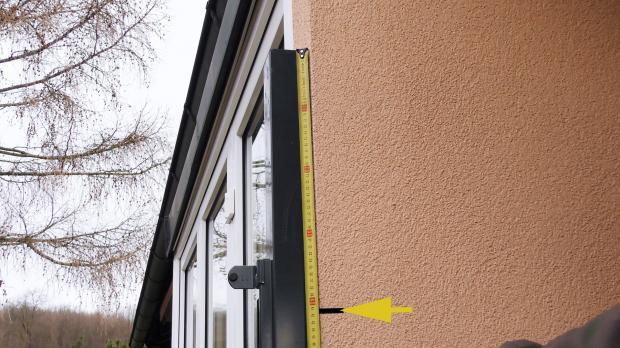 Torpfosten an Hauswand einmessen