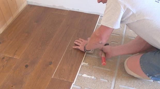 Parkett Verlegen Die Teilverklebung Anleitung Diybookde - Holzboden verlegen richtung